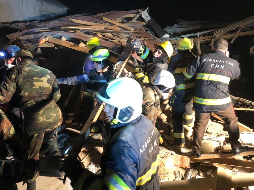 Xırdalanda baş verən partlayışdan sonra dağıntılar altından 1 nəfərin meyiti çıxarılıb - VİDEO