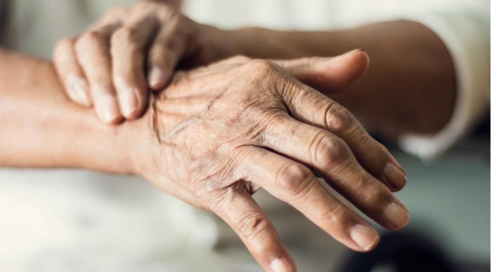 Dünyada Parkinson xəstəliyindən əziyyət çəkənlərin sayı artır