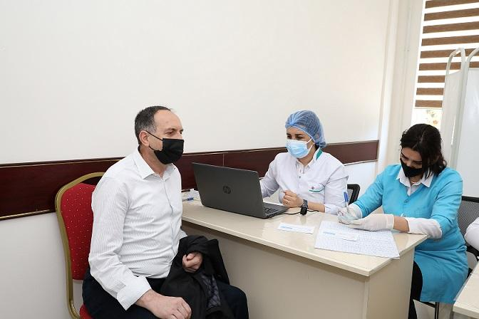 BDU əməkdaşlarının vaksinasiyasına başlanılıb
