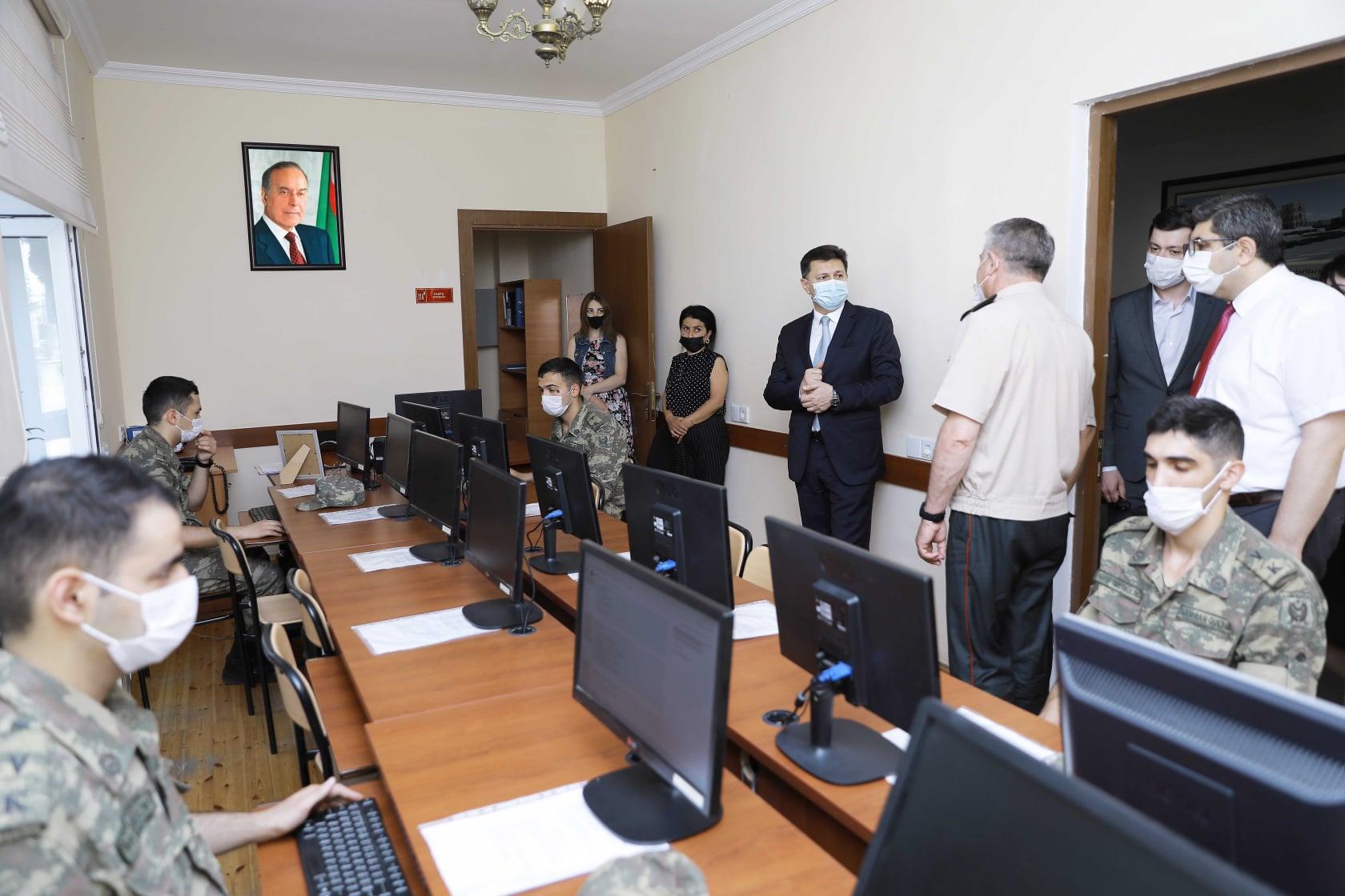 Tibb Universitetinin rektoru hərbi tibb fakültəsində imtahanın gedişini izləyib - FOTO