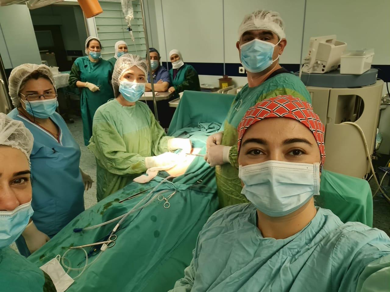 18 yaşlı xəstənin mədəsindən 2370 qramlıq 2 daş çıxarılıb - Mərkəzi Neftçilər Xəstəxanası